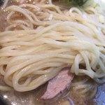 六厘舎 - とんこつ醤油ラーメンの麺