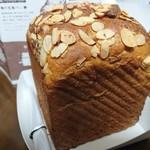 俺のBakery&Cafe 松屋銀座 裏 - 胡桃と蜂蜜の食パン     ¥900