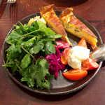 82785805 - おまかせ前菜の盛り合わせ(一人前¥1200)。6つの味が集結、この一皿で結構楽しめる