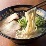 博多三氣 - 料理写真:こだわりの自家製麺