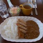 トリム喫茶 - 料理写真:カツカレー(サラダ スープ付 750円)