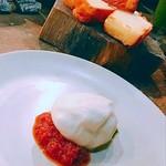 82792267 - 世界一トマトとフレッシュチーズ とパン