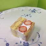 熱海菓子工房 NIKOLEAF - 40年前から変わらないミルフィーユ「ナポレオン」