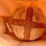 828616 - 紙袋を通して熱々が伝わり、小麦の匂いを吸い込みたくなります(*^_^*)。