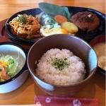 レストランホワイト キッチン - ハンバーグナポリタン 780円