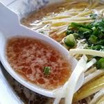よくろぼ ふくみ家 - 黄にらラーメン(しょうゆ)のスープ