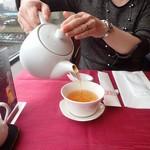 中国料理 梅園 - ドリンク写真:まずはお茶を淹れて。
