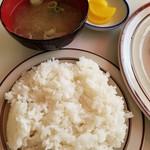 ランチハウスぐっち - ゴハンと味噌汁と沢庵