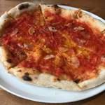ピッツェリア チェッポ - マリナーラ 好みとしてはもっとトマト感あってほしい、量というより味わいで。生地は薄いけど主張が強い、もうちょい柔らかめがいい。(窯の温度が低い?)
