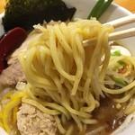 つけ麺 しろぼし - しろぼし味玉らーめん 麺リフト