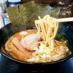 松壱家 - 松壱家@茅ヶ崎店 醤油豚骨ラーメンの麺