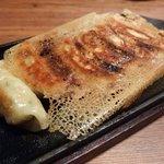 旨唐揚げと居酒メシ ミライザカ - 自慢の羽根つき餃子(350円)