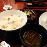 大丸別荘 - ◆グリーンピースご飯、香の物、お味噌汁。