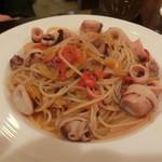 みんなdeイタリアン Cuore - ヤリイカとパプリカのバジル風味パスタ