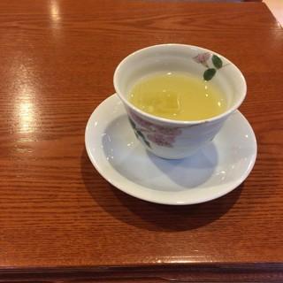 九兵衛旅館 - ドリンク写真:ウエルカムりんごジュース