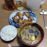 クッキングショップ大林 - 料理写真:この日買った手羽先&ザンギと、この日作った豚汁で夕餉。ニッカブラックの水割りと一緒に。