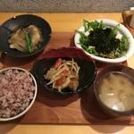 鹿屋アスリート食堂 - アス米、野菜たっぷりさつま汁、白身魚の唐揚げ 和風あんかけ、豚レバーのマリネ、水菜と長芋とわかめのサラダ