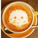 CAFE BEATO - うるうるな瞳でサンマを咥えている♡