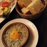 スペイン料理 3BEBES - シラスのアヒージョ