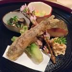 82828135 - 八寸:赤貝 うるい 鹿児島・鯵寿司 たいこ 明石・蛸 めひかり 椎茸 水菜炊き合わせ