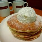 BARISTA CAFEE - 料理写真:パンケーキとブレンド。15:00~17:00はセットがお得。