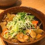 恵比寿山半 - 牛すじの煮込み黒胡椒風味