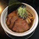 82828726 - 『味玉柳麺/醤油』870円(税込)                       『炭火焼豚』150円(税込)2枚追加