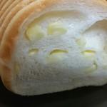 パンステージ メリー - チーズラウンドパン・ハーフ断面
