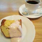 カフェ・チコ - 自家製ケーキ(イチゴのシフォンケーキセット)