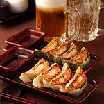 光麺 - ビールのおつまみに最適!肉汁たっぷりジューシー餃子330円!
