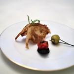 レストラン クレッセント - スナック ピスタチオ入りオリーブ 白エビのスナック セミドライトマトのタルト