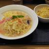 華らんたん - 料理写真:長崎ちゃんぽん800円、半チャーハン230円