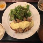 沖縄創作ダイニング 菜美ら - 小鉢も付いています