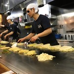 Okonomiyakinagataya - 思わずヨダレが...             お兄さんの姿に...