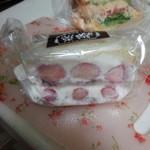 サンドイッチパーラー楽楽 - 持ち帰り。苺大福サンド。