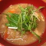美噌元 - 豚肉ととろとろ玉ねぎの味噌汁 680円。