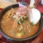 82839639 - 「おばぁのよそ行き天ぷらカリー」。無料トッピングのお蕎麦入り。