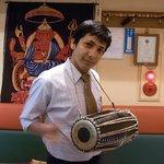 Asian Kitchen Sapana - ご要望があれば、演奏します♪~ネパールの伝統太鼓 マーダル~