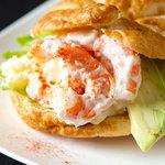 Dai's Deli & Sandwiches - エビとアボガドのサンドウィッチ