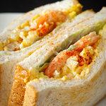 Dai's Deli & Sandwiches - エビとタマゴのサンドウィッチ