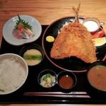 産直青魚専門 新宿 御厨 - 限定築地直送アジフライ定食1200円