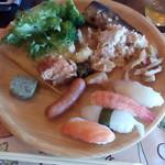 食彩々海への道 - 料理写真:寿司、サラダ、唐揚げ等々。