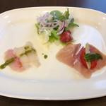 82848848 - 前菜。サラダ、カルパッチョ、生ハム。カルパッチョの魚はちょい生臭い。