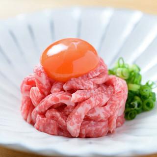 《近江牛のユッケ》生食認定店だから愉しめる味わい