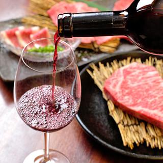 豊富なドリンクをご用意。熟成肉とワインのマリアージュを堪能