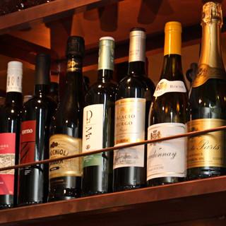 地鶏料理との相性を大切にした厳選ワインなど、お酒も種類豊富☆