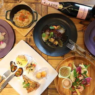 趣向を凝らした美しい料理で、美食を知る女性たちを魅了