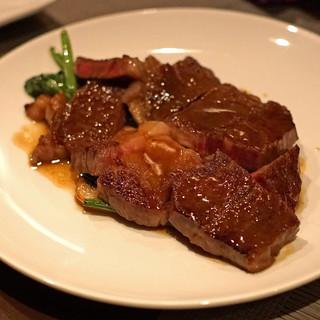 LOOP - 黒毛和牛のリブロースのステーキ、マッシュルームとほうれん草を添えて