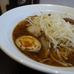麺と酒菜の店 薫 - 焦がし葱ワンタン麺 アップ