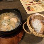 北海道イタリアン居酒屋 アザバルバンバン - エビのアヒージョとバケット